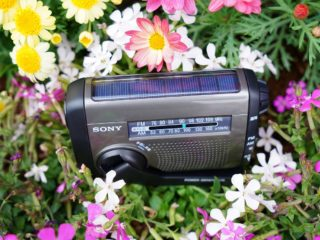 ソニーの防災ラジオならサバイバル生活も安心です。