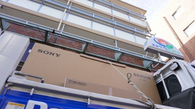 大画面ブラビアはどこでも置けます!アパート2階7.5畳一間に有機77インチを納品してきました